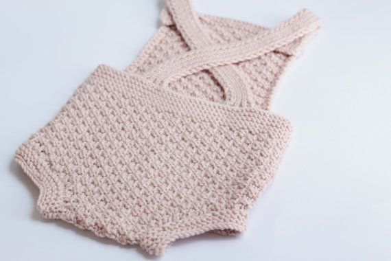 DIY -knit your own Mia romper! This is a digital download pdf file with knitting instructions in ENGLISH & NORWEGIAN Upon purchase, you will receive 2 PDF files, one in English and the other in Norwegian. Mia is a cute and nostalgic romper that suits both boys and girls. The romper is knit in a box stitch pattern, and has a playful and sweet look. Sizes 0-24 months  Skill level: Beginner/intermediate  The Mia romper is knit with a DK weight yarn, and is worked flat (back and forth). ...
