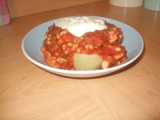Quick Slimming World Meal…. | The Diary of a Frugal Family Mix a tin of baked beans with a tin of tomatoes in a pan. Add some Quorn chunks and a bit of chilli powder and then just let it all cook for about 10 minutes. Serve on a baked potato, top with ff from age frays