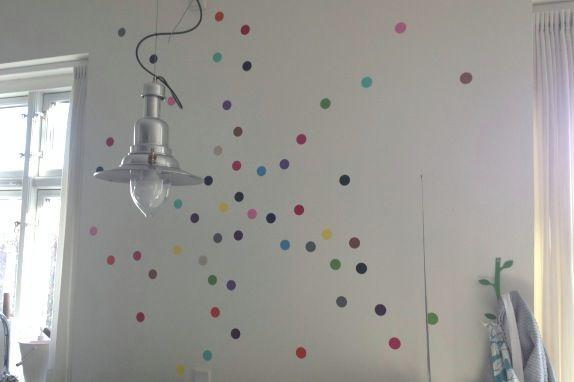 I'm a dot girl :) Polka dots på væggen i vores køkken. Fotograf: Susanne Randers