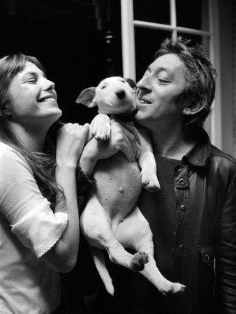 Jane Birkin, Serge Gainsbourg dans leur maison rue de Verneuil, Paris, mai 1972