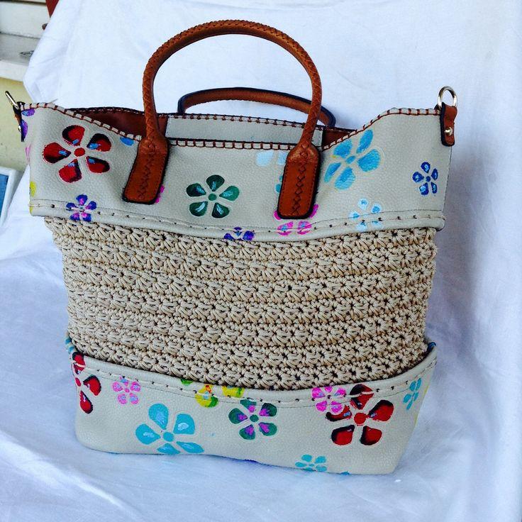 Borsa a spalla a crochet in cordino color crema ed ecopelle con fiori dipinti a mano : Borse a tracolla di bags-dream-team