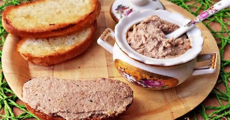Vă prezentăm o rețetă de pate mai puțin obișnuit – fără carne. Sunt multe ingrediente care cu succes înlocuiesc carnea. Două din acestea sunt: nucile și ciupercile. Acestea sunt delicioase și sățioase. Pateul fără carne este fin, pufos și delicios. Nu aveți decât să amestecați toate ingredientele searași să îl dați la frigider. Dimineața savurați …