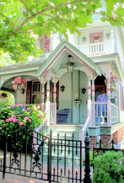 Looks like a doll's house - so cute!!