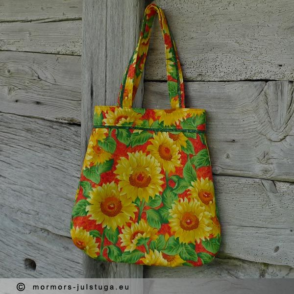 Färgglad kasse med solrosmönster. Nice colorful bag with sunflower pattern.