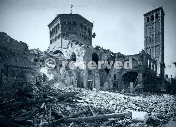 La-Basilica-di-SantAmbrogio-Milano-1943_ww2