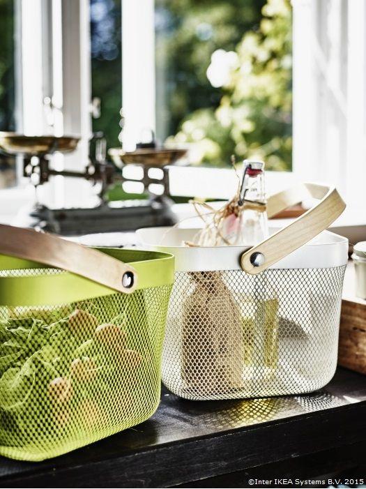 Coșul RISATORP e mereu gata pentru un picnic în parc. www.IKEA.ro/catalog/products/50281620/