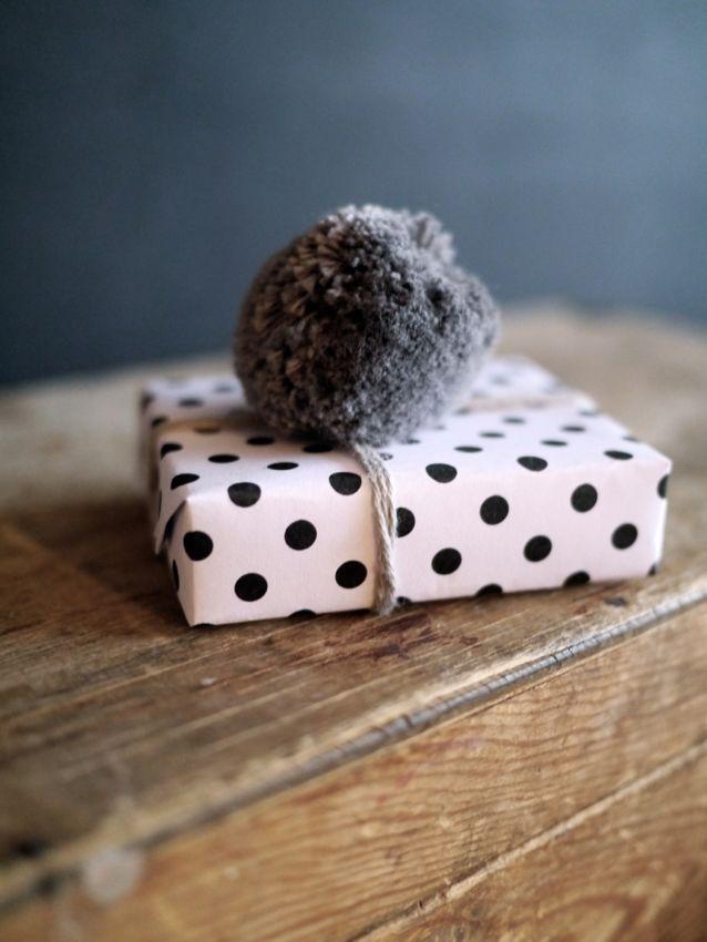 Kahden vaiheilla - monochrome polka dots and grey pompom - i'm loving all these pompoms at the moment!