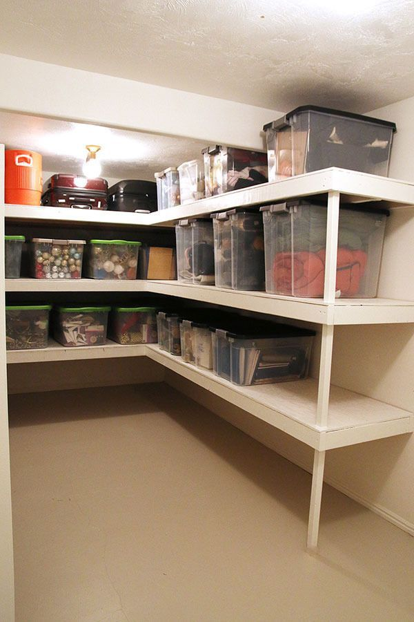 Chris Loves Julia Shows Us How They Organize The Storage Room In Their Home Rangement Au Sous Sol