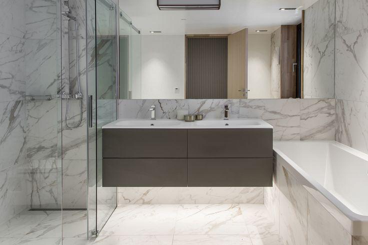 Oslo apartment complex by Various Architects. Modern architecture. Luxury Bathroom. Marble Bathroom. Bathtub. /  Oslo leilighetskompleks av ulike arkitekter. Moderne arkitektur. Luksuriøst bad. Marmorbad. Badekar.