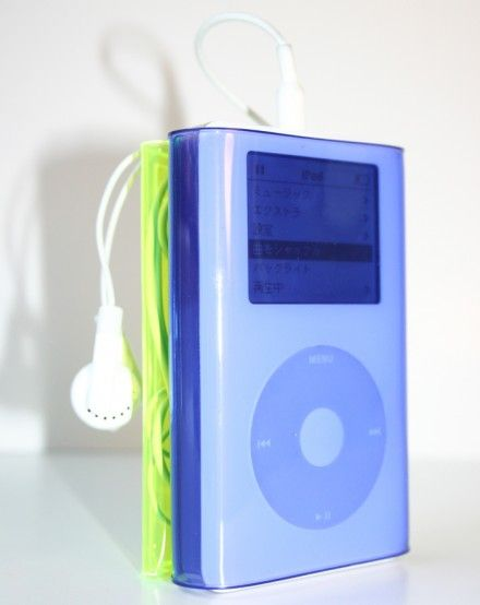 iPod cover set designed by Studio Samira Boon. |The iPod set consists of 2 furoshiki shiki; 1 to wrap firmly around the body and the second to encase earphones and cords. As the vinyl sheet is transparent, soft and thin, the iPod can be operated through the cover.