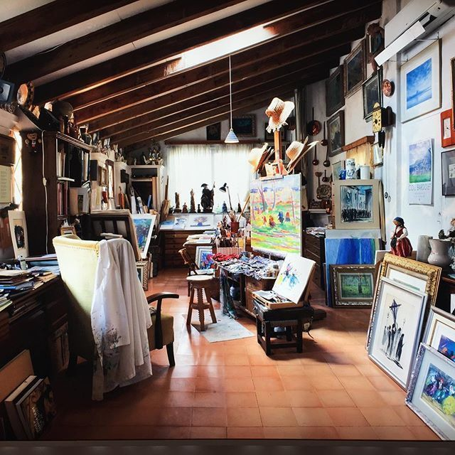 Moltes gràcies @gerardalbasoler per compartir aquesta imatge de l'interior de l'estudi de pintor gironí establert a Valldemossa Josep Coll Bardolet. #visitvalldemossa #valldemossa