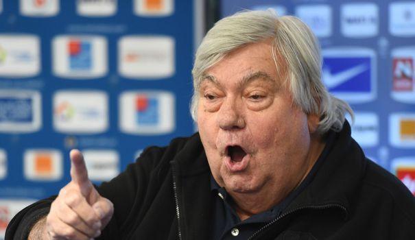 FOOTBALL. Transporté en urgence à l'hôpital après avoir été victime d'un arrêt cardiaque, l'emblématique président du club de Montpellier est mort ce jeudi à l'âge de 74 ans.