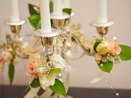 Оформление канделябров цветами на свадьбе. Живые цветы в оформлении на свадьбу, украсить канделябры живыми цветами. Подсвечник на свадьбе с живыми цветами