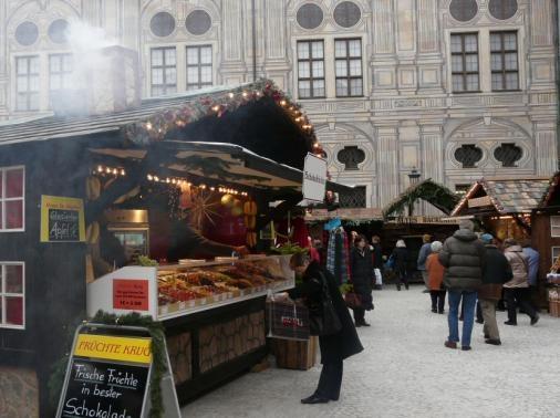 http://www.mux.de/Weihnachtsmarkt-Pasinger-ArcadenWeihnachtsdorf im Kaiserhof der Residenz