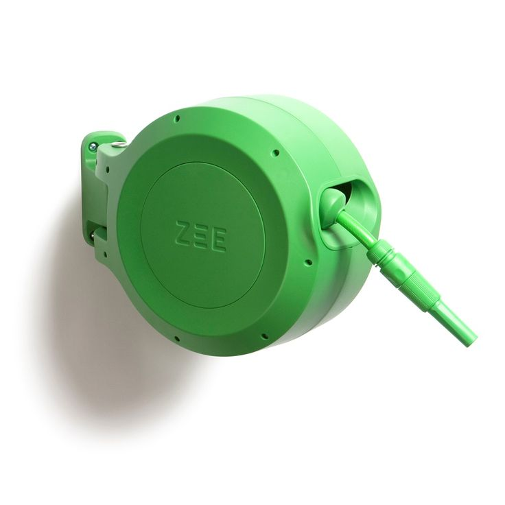 RETRACTABLE GARDEN HOSE REEL in Green by Zee