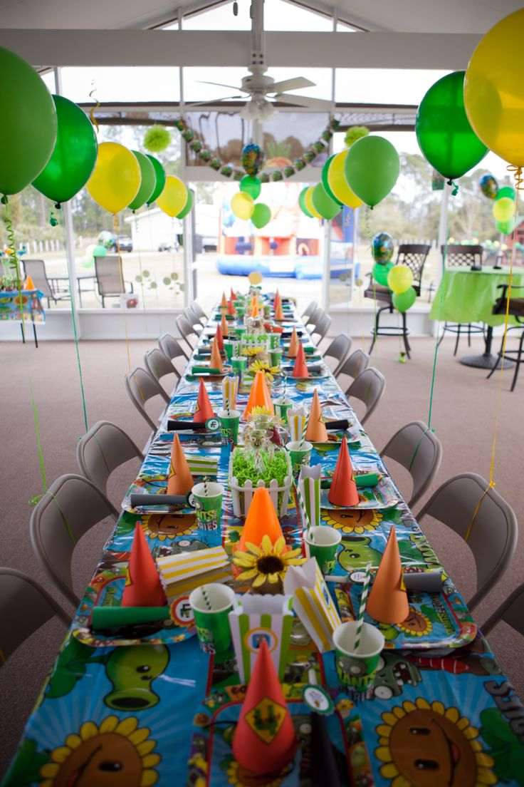Plants vs Zombies table decor for birthday party.