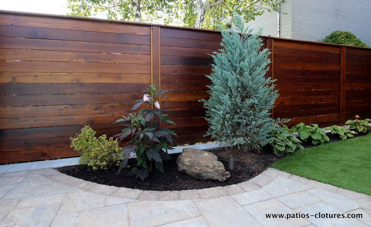 Photos d'une clôture palissade horizontale en cèdre construite à Laval.