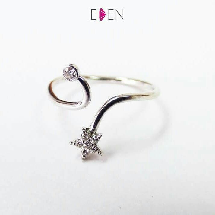 Midi ring with diamonds in 18K White Gold. Perfect for gifting on special occasions to your loved ones