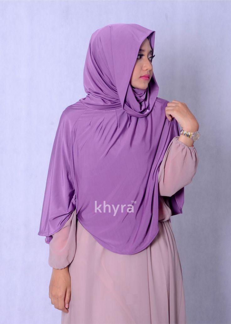 "JILBAB IBRAH Ibrah berarti ""Pelajaran Berharga"".  Jilbab Ibrah, hijab model syar`i dengan bentuk muka hoodie. Materialnya yang lembut dan ringan menjadikan koleksi ini nyaman dikenakan sepanjang hari."