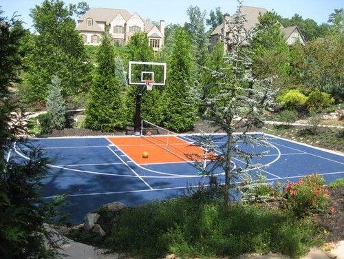 Basketballplatz In Fantastisches Zuhause Umgewandelt