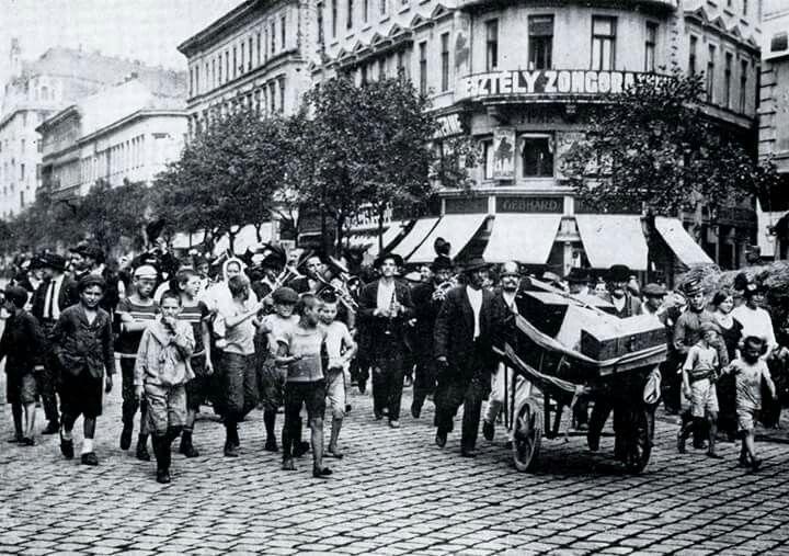 1914 Bajcsy-Zsiilinszky út , bevonulók