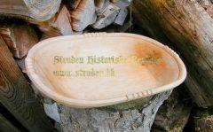 Træfad lavet i hånden ud fra historiske modeller fra middelalderen & renæssancen   Flot træfad med fine detaljer.  Ca. mål: 34 x 22 x 6