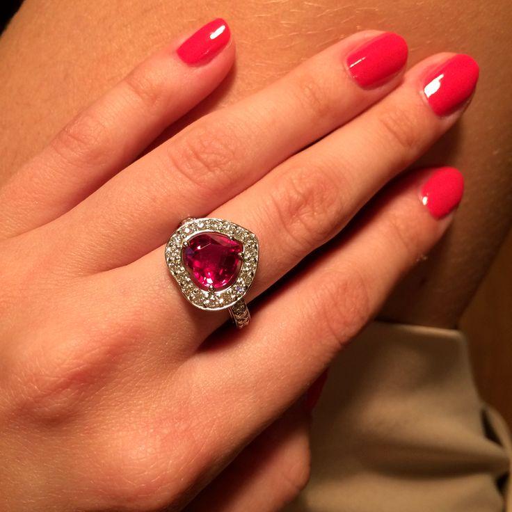 Кольцо с рубином и бриллиантами, белое золото #ring #ruby #heart #gem #gemstone #jewelry #jewellery