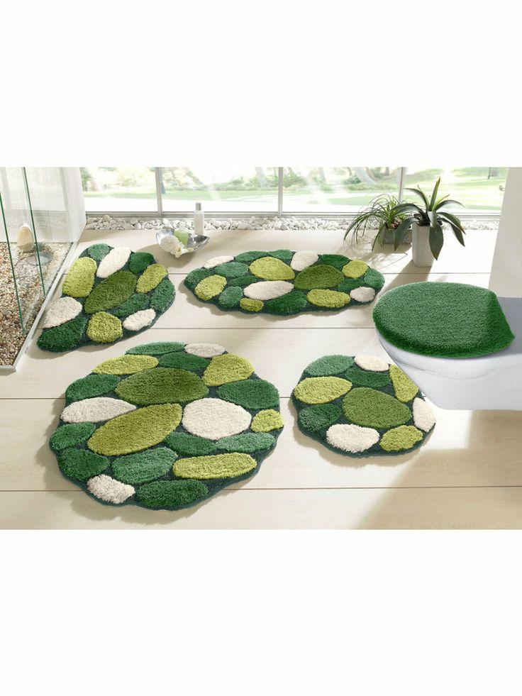 BADMATTEN Liggen deze matten in een badkamer of is dit een palm-eiland. Deze tropische set badmatten bestaat uit vijf delen.