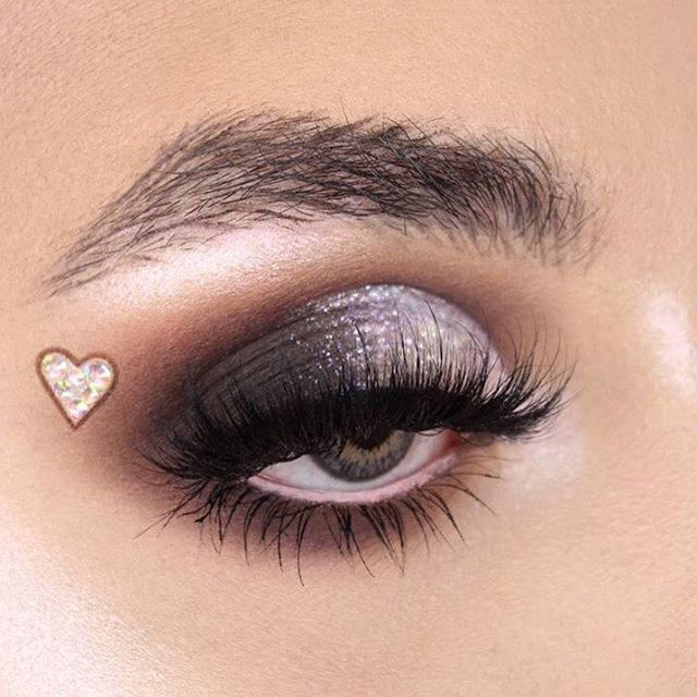 c12d38f2498 damn.tees silver eye makeup look is on point! We love the way three ...