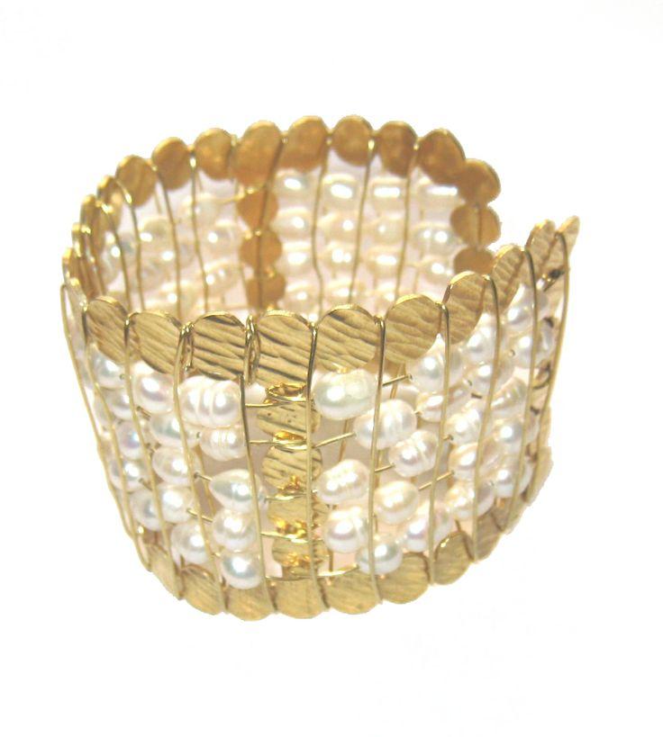 Pulsera de perlas, adquiérela ya en http://www.martinpescador.com.co/