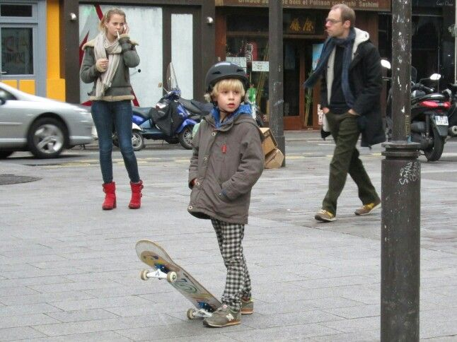 boy watching street art, oberkampf, paris jan 14