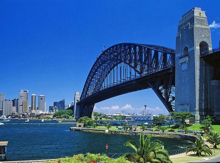 Sydney Harbour Bridge #sydney  #australia Es uno de los iconos de Sidney. Inagurado en 1932 con el objetivo de unir el #norte y el #sur de la ciudad....fue durante mucho tiempo el puente en arco más largo del mundo. ------- #sydneyharbourbridge Hoy una de sus torres tiene un mirador desde donde se puede disfrutar de una panorámica excelente de la ciudad VIAJA Y CONOCE!!! Recuerda que si quieres viajar con nosotros  puedes comunícarte al 0241-8243296 0241-8240873  #travel #traveling #vacation…