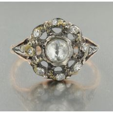 rood gouden, zilveren ring met op folie gezet roos geslepen diamant en 8 kant geslepen diamant