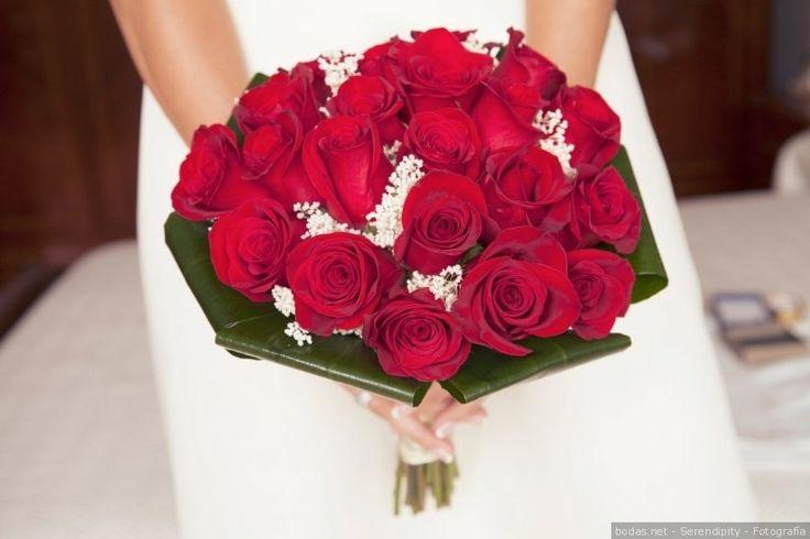 Ramos de novia de rosas rojas    Wedding bouquets  #flowers #bride #colour #wedding #bodas #bodasnet