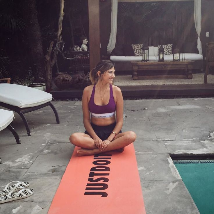 #hellosunshine  #namaste  Starting this #new month with some #yoga #bythepool Because every #day is a new #start  #feeling the #nineties #vibe with #mycalvins
