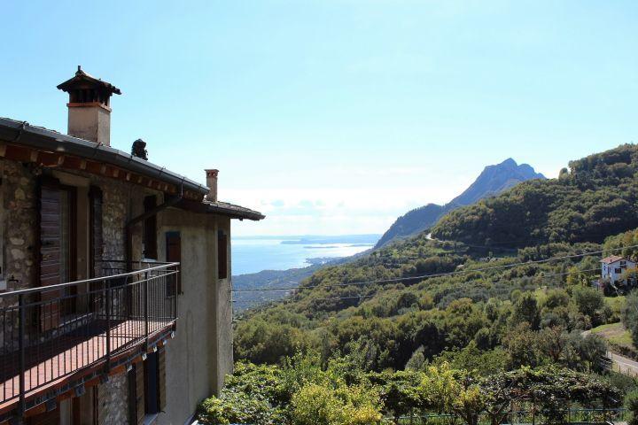 Pietre Antiche Mit Blick Auf Den Gardasee Rustico Pietre Antiche In Gargnano Italien Toskana Adria Italien Urlaub Mit Hund Italien Urlaub Italien