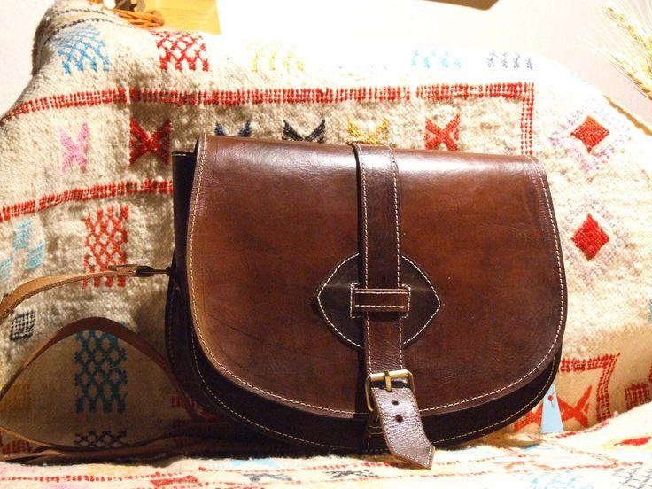 geanta bandolera (225 LEI la africazuina.breslo.ro)