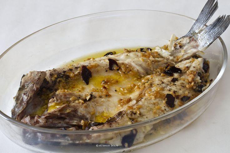 El pescado a la espalda -en este caso, lubina a la espalda- es una de las maneras más rápidas, sencillas y sanas de cocinarlo. http://eltercerbrazo.com/lubina-a-la-espalda/