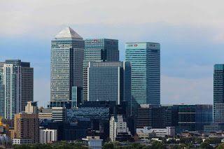 Pengertian bank dari beberapa ahli  Menurut Sunaryo, bank adalah lembaga keuangan yang dapat melakukan berbagai macam jasa, seperti pinjam...