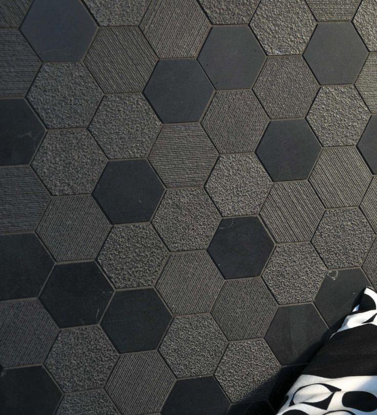 Il mosaico, con le sue sfumature ed il suo prestigio trae ispirazione dal passato e dal futuro. Altro elemento che entra in gioco è la sfumatura superficiale dettata dalle lavorazioni.