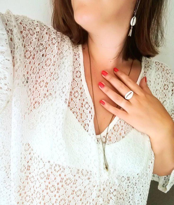 """75 Gostos, 11 Comentários - Flo (@flololo16) no Instagram: """"Envie de vacances au soleil 🌞🌞 #white #lace #prettywire #bra #easyclothesvetements #earrings…"""""""