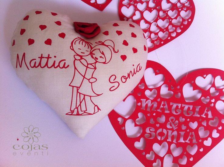 romantico cuore in tessuto di lino, ghirlanda in cartoncino traforato. fatto a mano cœcojaseventi.com https://www.facebook.com/pages/Cojas-Eventi-Wedding-Planner-Sardegna/192376730792148?ref=hl