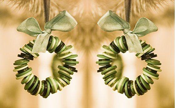 AWSOME http://ideipentrucasa.ro/27-idei-creative-pentru-a-folosi-nasturii-in-cele-mai-inspirate-proiecte/