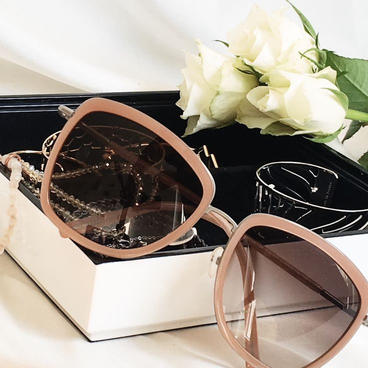 I wear my sunglasses at night… // Sonnenbrillen