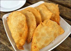 Una de las mas deliciosas empanadas de mariscos chilenos. Receta de Empanadas de Machas Fritas y modo de preparación.