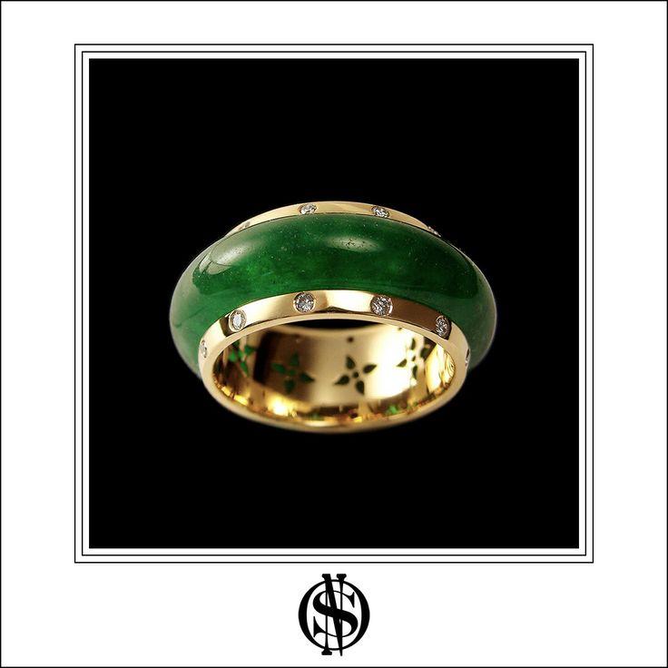 Anillo de oro, diamantes y jadeíta. By NSO #joyas #jewelry