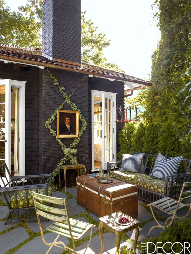 Attractive HOUSE TOUR: An Abandoned Summer Camp Becomes An Eclectic Family Home