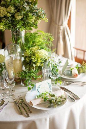 室内でもガーデンウェディング風♡ グリーンの会場装花アイデアのまとめ一覧。