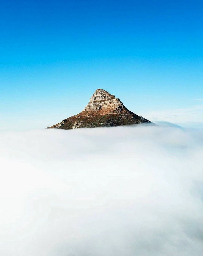 Hello Monday! It's going to be a beautiful, partly cloudy day with a high of 26 degrees. Don't you love it when the lion has its head in the clouds like this?  Accommodation Near Lion's Head, Cape Town https://goo.gl/aHpMXJ  Post via Love Cape Town @lovecapetown Twitter 📷 via @thelawry on Insta | http://www.instagram.com/thelawry