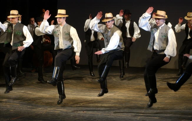 Legényes folk dancing
